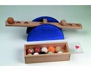 Materialerfahrung Set Kindergarten mit Waage im Holzkasten, Lernspiel, ab 3 Jahre