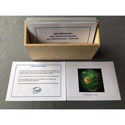 Aktivitätskarten zum Sachrechnen: Kalender, laminierte Kartei im Holzkasten