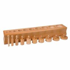 Block mit Zylindern 3 - gleichmäßig in Höhe abnehmend, im Durchmesser zunehmend