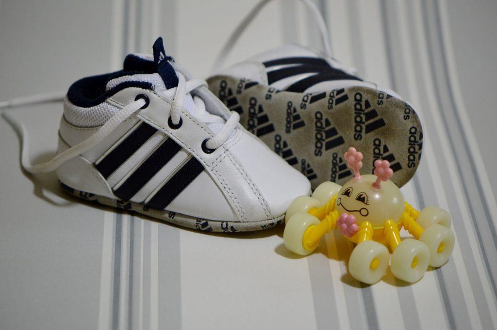 b15e1a5b8c Zu Fuß die Welt erkunden: So kommen kleine Füße gesund voran ...