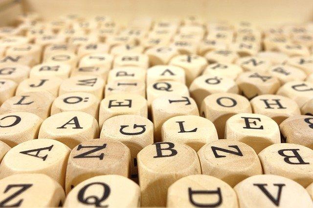 Spiele im Unterricht mit Buchstabenwürfel zum Sprachenlernen